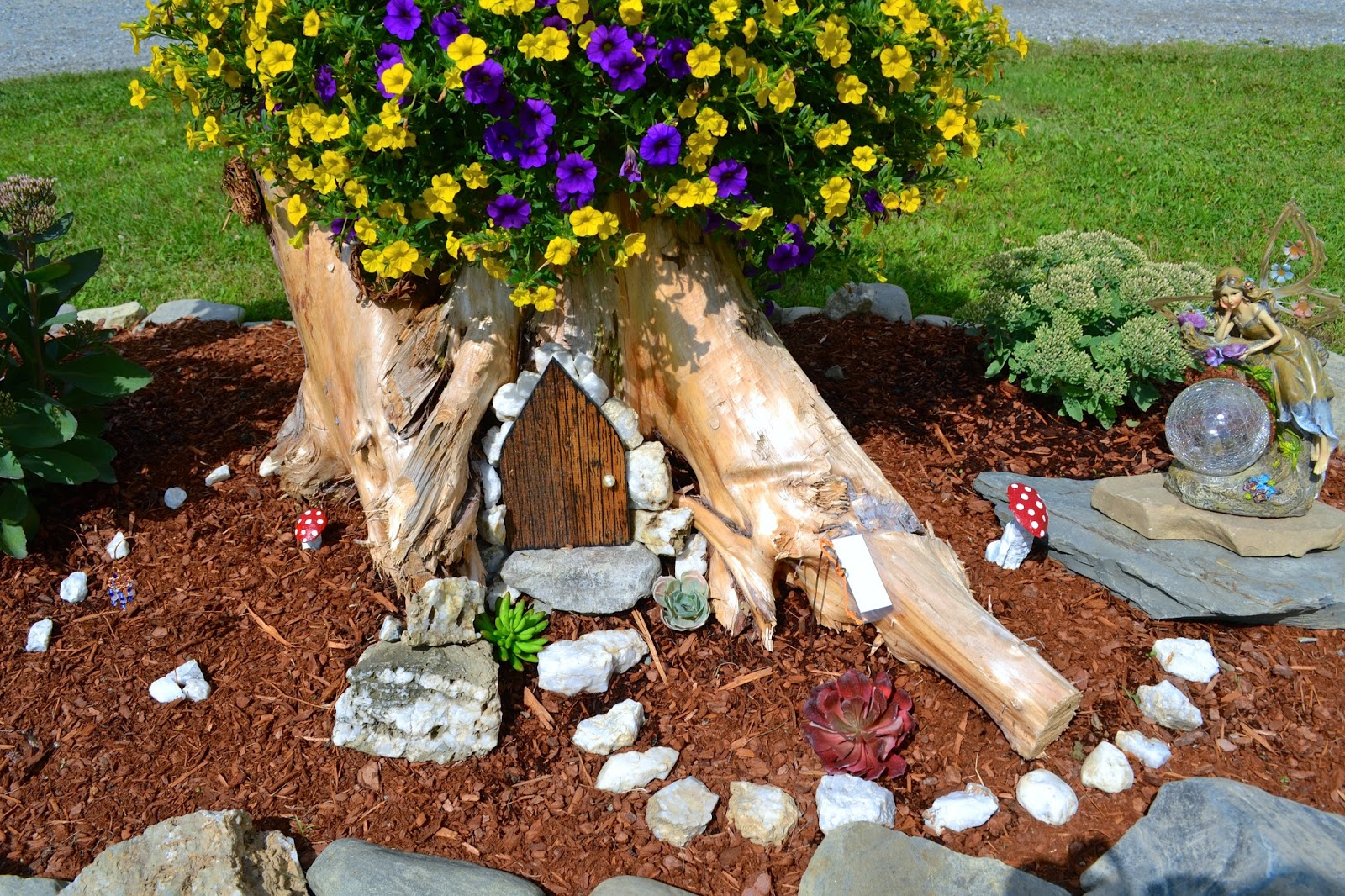 Tree Trunk Ideas That Make Excellent Decor For Your Garden
