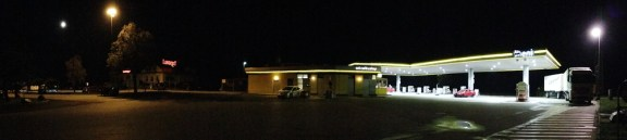 ENI Raststation bei Nacht