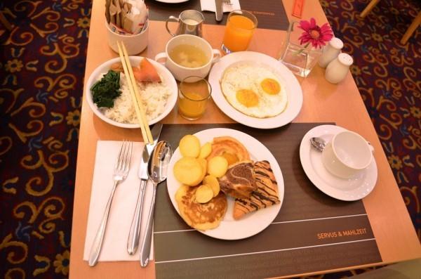 အဘရဲ႕ Buffet Breakfast ၊ ႐ွား႐ွားပါးပါး ၾသစႀတီးယား မွာ မနက္စာ ထမင္းရလို႕ တင္လိုက္တာ ။