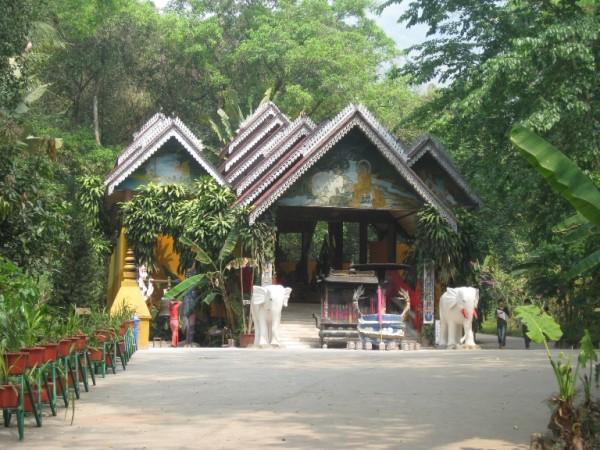 ဘယ္ဘက္ျခမ္းမွာ ဘုရားဆင္းတုေတာ္ရွိတယ္