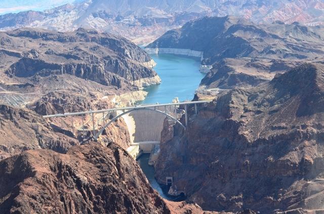 16 Colorado ျမစ္ ကို Black Canyon ေနရာမွာ ဆည္ၿပီး ေဆာက္ထားတဲ႕ Hoover Dam ။