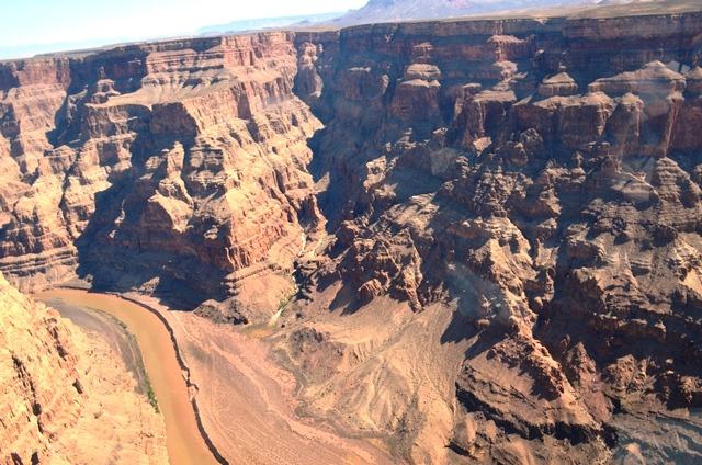 16 Grand Canyon ခ်ိဳင္႕ဝွမ္း ႏွင္႕ Colorado ျမစ္ 1
