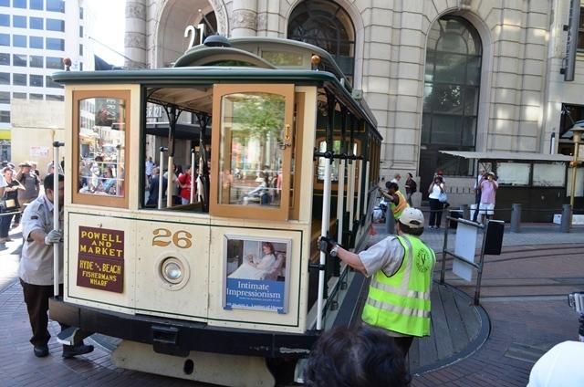 18. ဂိတ္ဆံုးက Turn Table ႀကီးမွာ လူအားႏွင္႕ Tram ကို တြန္းၿပီး ေခါင္းလွည္႕လိုက္ပါတယ္ ။