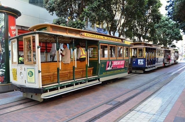 18. ဂိတ္ဆံုးမွာေတာ႕ Cable Car  Tram ၃ စီးေလာက္ တန္းစီ ရပ္ထားပါတယ္