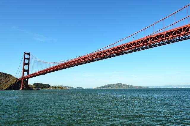 18. ဒါက နာမည္ေက်ာ္ Golden Gate တံတားႀကီး ေအာက္က ျဖတ္ေနစဥ္ေပါ႕ ။