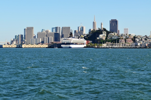 18. Celebrity Cruise သေဘၤာႀကီး ႏွင္႕ San Francisco ၿမိဳ႕ ရဲ႕ ျမင္ကြင္းက်ယ္ ။