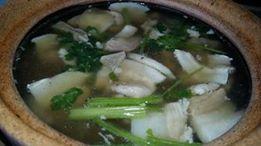 ဝက္ကလီစာ Hot soup (ခ်က္နည္း/ပံု - မြဘုတ္) င႐ုပ္ေကာင္းမ်ားမ်ား နဲ႔ျပဳတ္ အစာအိမ္ အူ နဲ႔ အဆီတြဲအသား ေရာျပဳတ္တာ Soup Base က ျပည္ႀကီးငါးအေျခာက္ နဲနဲ နဲ႔ဝက္႐ုိး ေပါ့ ခ်င္းႏု နဲ႔ၾကက္သြန္တ႐ုတ္နံနံျဖဴးပါတယ္
