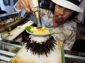 Kiyokawa: Satoshi Kiyokawa Melts Truffle Butter over Live Uni Roe
