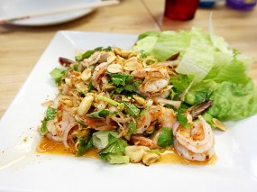 Bangkok Thai Deli: Lemongrass Salad w. Shrimp
