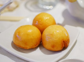 The deep-fried custard buns, however, were quite good.