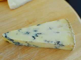 Starts out ashy and salty and the blue funk builds from there. More subtle and more complex than the Shropshire blue.