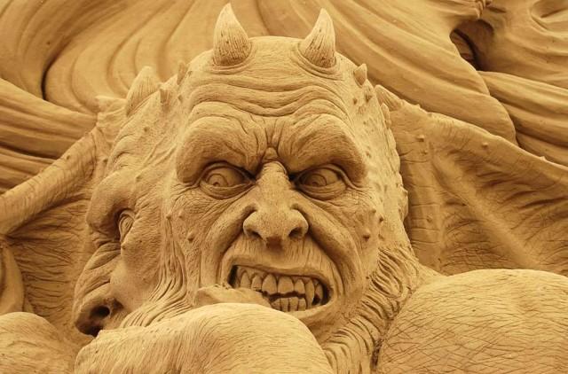18. Beautiful Sand Sculpture