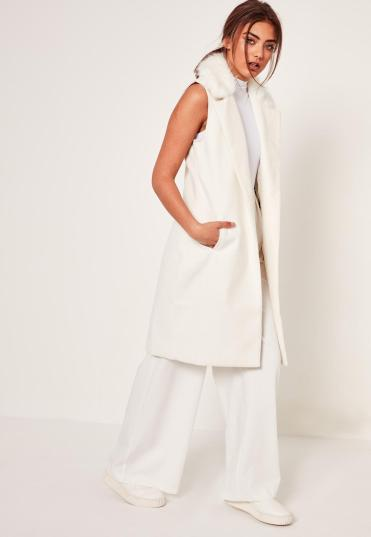 white-sleeveless-faux-fur-collar-tailored-coat
