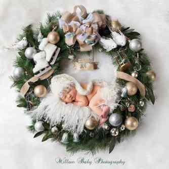 Newborn Christmas Pictures 4