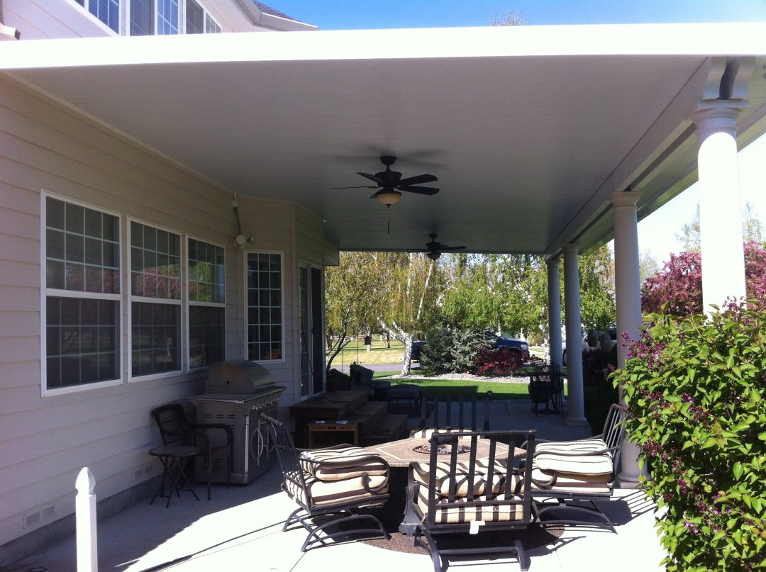Insulated patio cover with ceiling fan