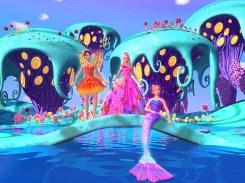 Alexa entre a fada Nori e a sereia Romy | Crédito da imagem: divulgação Universal Pictures e Mattel