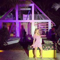 Olha lá uma das inúmeras casas da Barbie em tamanho real?! | Crédito da imagem: divulgação via www.facebook.com/MOSCHINO.officialpage