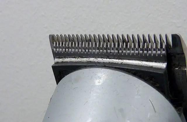 Waterproof beard trimmers