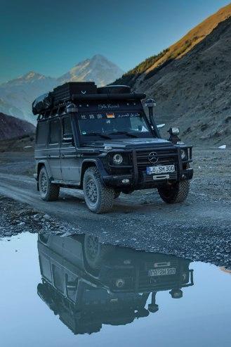 Berg Kazbeg im Hintergrund