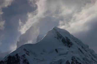 ganz leicht zu erkennen der Eastpeak 7.530 m des Nanga Parbat - im Vordergrund Raikot 7.070 m