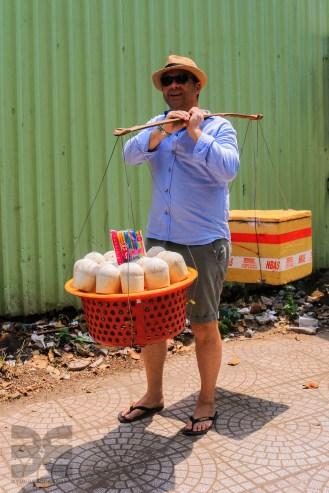 45 kg trägt der Kokosnussverkäufer Udo