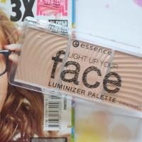 Essence Light up your face luminizer palette: 10 Ready, set, glow!