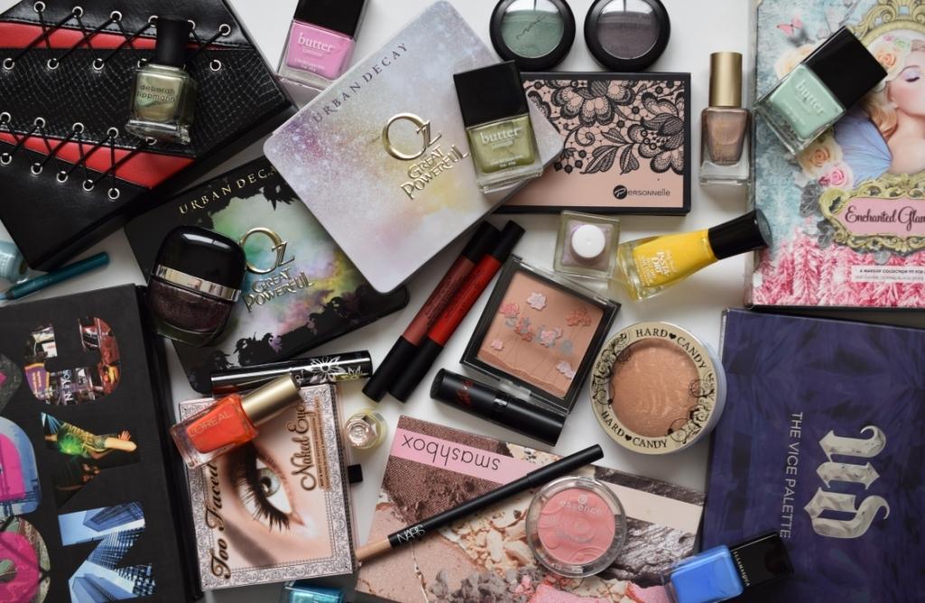 Vente de maquillage [profits reversés à une cause]