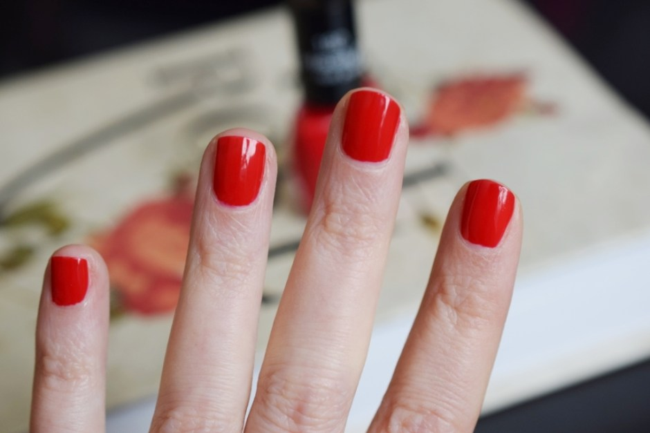 Vernis Misslyn 180 Red Carpet swatch 4