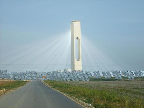Usina Termal de Energia Solar Concentrada  PS20 situado na Plataforma Solucar, perto de Sevilha. Espanha