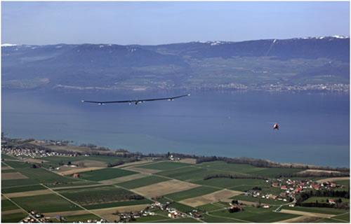 O avião Solar Impulse HB-SIA1 no Seu Vôo Inaugural