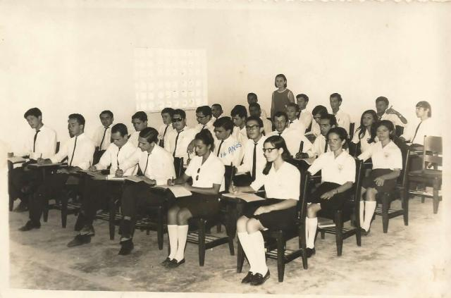 Lembrando Belo Jardim - Turma de 1967 do Ginásio Professor Donino - Prova com Prof. Alba (Fonte: ADSilva)