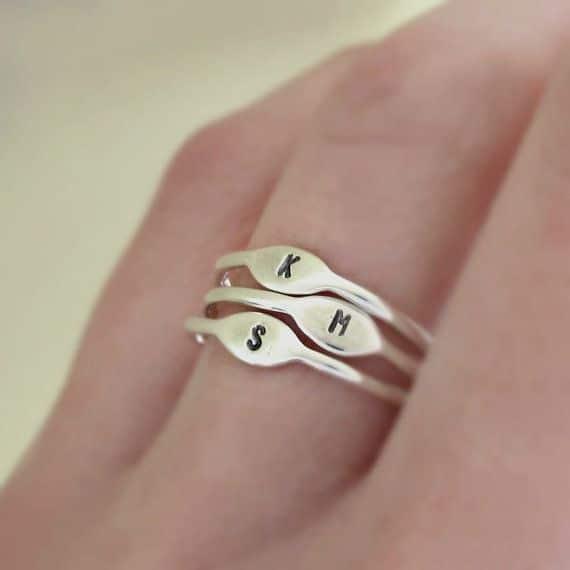 anello con le inizali