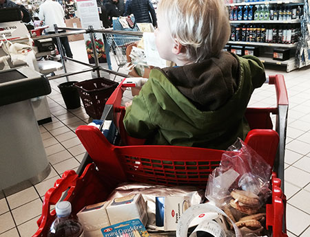 spesa al supermercato con bambini