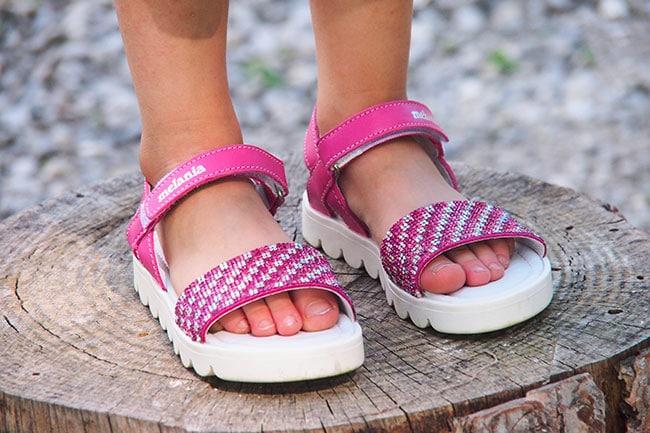 brand new 506b4 2f5f6 E' giusto che i bambini scelgano da soli scarpe e vestiti ...