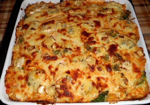 Sufleu de paste cu broccoli si branzeturi