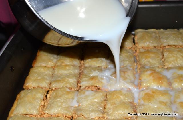 Baclava cu alune si sirop de lapte
