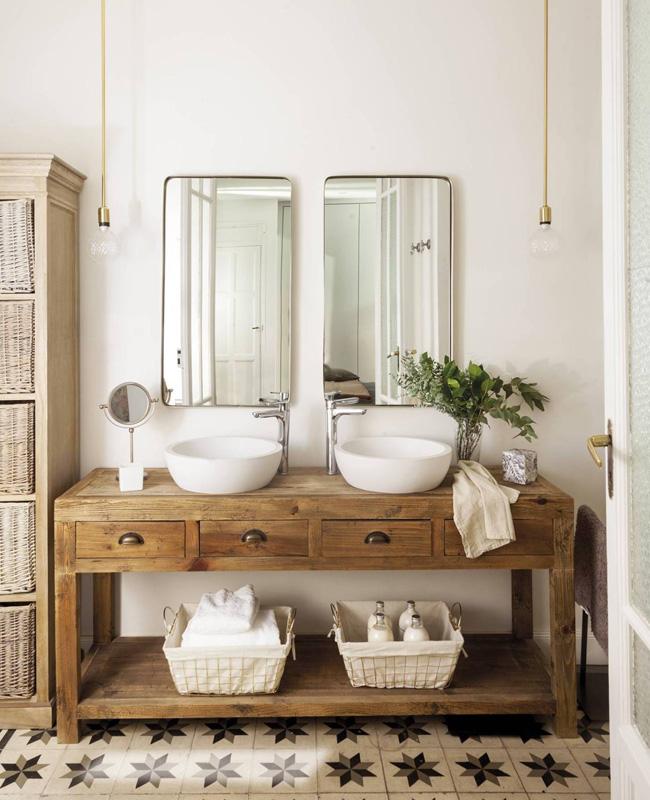 blanc et beige dans la salle de bain