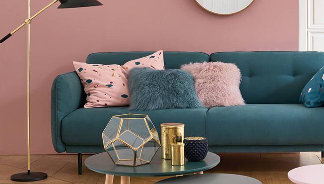 rose et bleu dans le salon