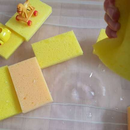 toddler sponges water play activity