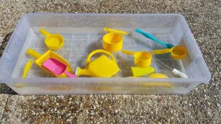 simple sensory bin challenge day 1 water full