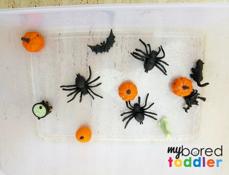halloween fizzing science sensory bin baking soda and vinegar spiders pumpkins setup 1