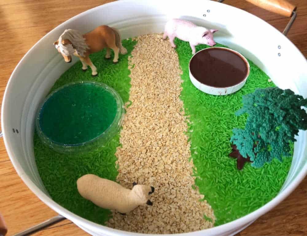 how to play with the farm sensory bin