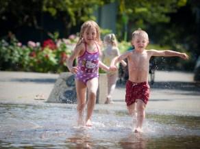 kids in fountain