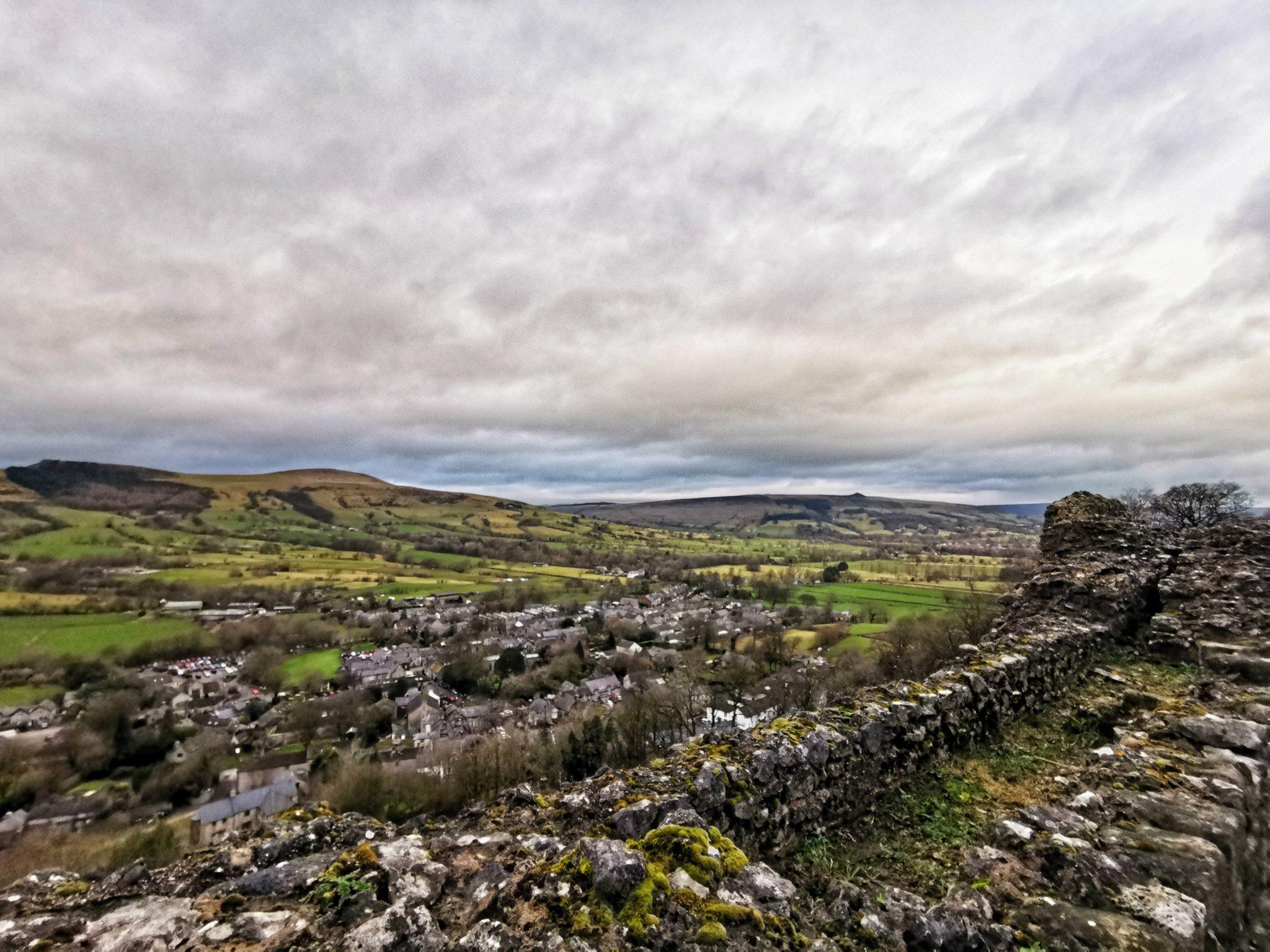 pozostałości z zamku Peveril
