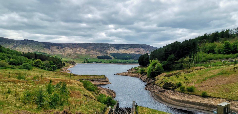 dovestone reservoir na zachodnim krańcu peak district