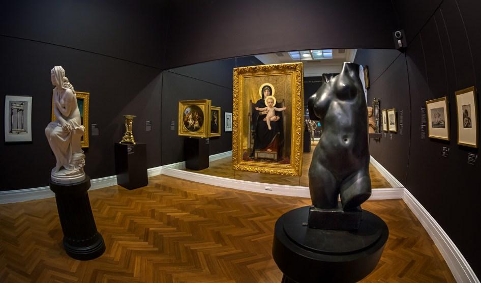Wystawa stała w Galerii dostępna jest bezpłatnie. Organizuje się tu również wystawy tymczasowe ( te niestety już płatne). Na przykład parę lat temu przez ponad 4 miesiące podziwiać tu było można sporą część kolekcji Musee D'Orsay - malarstwa mistrzów impresjonizmu, a wiele, wiele lat temu najcenniejsze artefakty ze skarbca Tutenhamona.