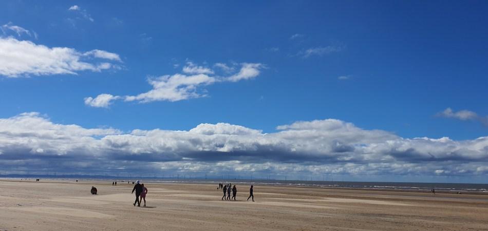 Szeroka plaża Formby Beach
