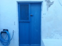 Blue door, Milos