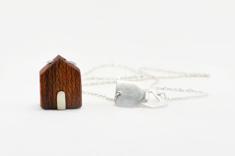 5d73fe487952 Collar con Casita madera y cadena corta – Bruselas