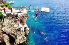 보라카이 섬 카페에서 다이빙하기